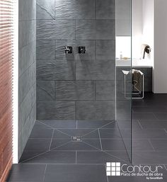 Dusche Offene ebenerdige Dusche * Glaswand * moderne Badezimmerideen * graue Fliesen The habit of ea Grey Modern Bathrooms, Modern Shower, Luxury Bathrooms, Bad Inspiration, Bathroom Inspiration, Ideas Baños, Grey Tiles, Shower Systems, Shower Floor