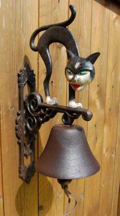 katze hexen krum buckel wand glocke