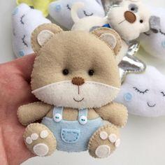 Diy Shrink Plastic Jewelry, Felt Keychain, Bear Felt, Felt Animal Patterns, Felt Crafts Diy, Felt Banner, Funny Toys, Fabric Toys, Felt Decorations