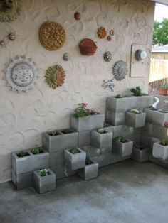 32 Unique Cinder Block Planter Ideas - Unique Balcony & Garden Decoration and Easy DIY Ideas Backyard Projects, Outdoor Projects, Diy Projects To Try, Garden Projects, Home Projects, Outdoor Decor, Cinder Block Garden, Cinder Blocks, Beton Design