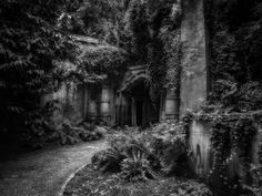 Entrance to Egyptian Avenue in Highgate Cemetery, London  #myt
