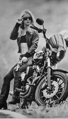 Harley Davidson Bike Pics is where you will find the best bike pics of Harley Davidson bikes from around the world. Motorbike Girl, Motorcycle Outfit, Motorcycle Babe, Girl Bike, Chopper Motorcycle, Motorcycle Helmets, Lady Biker, Biker Girl, Bike Woman