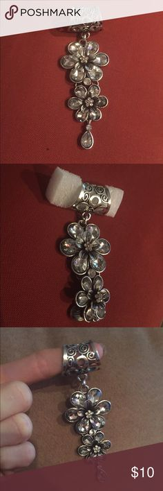 NWOT scarf jewelry. Pewter in color with sparkle in flowers. Can also be worn with thick choker necklace Jewelry