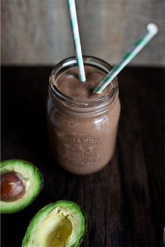 chocolate avocado smoothie - One or two ripe avocados - 2 cups milk of your choice (almond, soy, etc.) - 3 tablespoons good quality cocoa powder - 3 tablespoons maple syrup or honey Juice Smoothie, Smoothie Drinks, Healthy Smoothies, Healthy Drinks, Healthy Cooking, Smoothie Recipes, Healthy Eating, Protein Recipes, Chocolate Avocado Smoothie