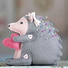 Un pequeño que te ayudará a no perder los alfileres. #pincushions #sewing