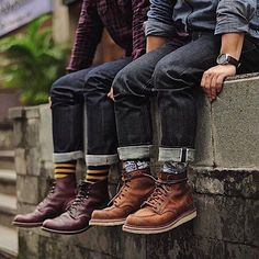 '... well even though it is categorized as a heavyweight denim this denim is just fantastic. I love the indigo colour on the warp and weft.....' @sevenbamboe Head over to robindenim.com and read our interview with Randy!! ( link in bio ) Photo: @johanmalik80