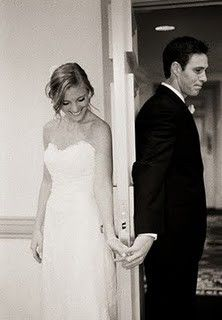 So cute.. a picture together before the wedding without seeing eachother, I love it.