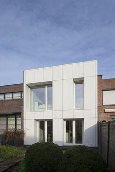 Transformation impressionnante d'une maison de rangée sombre - g2architecten, Belgium