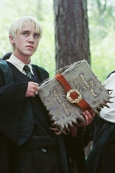 Draco Malfoy stroking the spine of the Monster Book Of Monsters in the third Harry Potter film. love Image in harry potter! collection by b on We Heart It Draco Harry Potter, Mundo Harry Potter, Harry Potter Characters, Hermione, Harry Potter Monster Book, Tom Felton, Draco Malfoy Aesthetic, Slytherin Aesthetic, Hogwarts