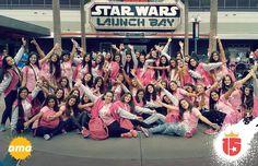La fuerza está con nosotros! El grupo #amarilloF16 en las puertas de la magia de #StarWars! Comenzó la #temporadaEnjoy15!
