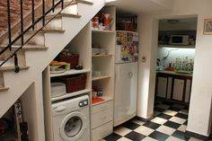 venta PH Av La Plata Staircase Storage, Staircase Design, Kitchenette, Kitchen Under Stairs, Casa Patio, House Rooms, Diy Kitchen, Home Remodeling, House Plans