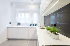 Wszechobecna biel króluje w kuchni. #kuchnia #aranżacja #dom #kitchen #design #studiomebli Bathroom, Dom, Design, Washroom, Full Bath, Bath, Bathrooms