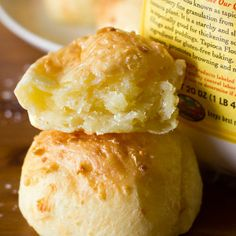 Pão De Queijo (Brazilian Cheese Bread) - Life Made Simple | Life Made Simple #braziliancheeserolls