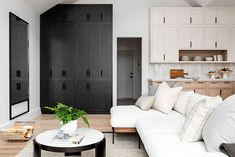Mixed wood-tones and clean smooth lines Room, Minimal Living, Transitional Living Rooms, Home, Modern House, Cozy Living Spaces, Studio Mcgee, New York Projects, Beautiful Modern Homes