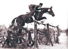 BERTALAN DE NEMETHY: UN ISTRUTTORE  'SENZA TEMPO'  RACCONTATO  SU CAVALLI CAMPIONI DI MARZO   Capitano di cavalleria ungherese, cavaliere internazionale e istruttore rivoluzionario. A dieci anni dalla sua scomparsa, Cavalli Campioni dedica un articolo a Bertalan De Nemethy e al suo metodo di addestramento, che ha permesso alla squadra statunitense di salto ostacoli di raggiungere  grandi successi, tra cui 71 Coppe delle Nazioni.