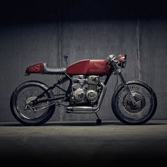"""bike-exif: """"Making a small bike look bigger can be a tough nut to crack. Proportion dictates design—especially when you're building a stripped down cafe racer. And it's far too easy to bugger things up, even unintentionally. But Justin Holmes of..."""