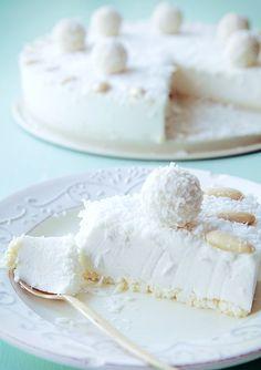 No-bake raffaello cheesecake Sweet Recipes, Cake Recipes, Dessert Recipes, Delicious Desserts, Yummy Food, Coconut Cheesecake, Kolaci I Torte, French Patisserie, Sweet Pastries