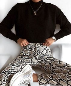 Sweater Snake print pants Sneakers Fall outfit Autumn Inspiration More on Fashionchick Mode Outfits, Trendy Outfits, Winter Outfits, Fashion Outfits, Fashion Trends, Dress Winter, Fashion Clothes, Fashion Accessories, Looks Style