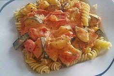 Tomaten-Zucchini-Feta-Soße Tomato-zucchini-feta sauce, a very nice recipe from the sauces category. Veg Pasta Recipes, Sauce Recipes, Healthy Recipes, Dairy Free Snacks, Jamaican Recipes, Pasta Dishes, Coco, Food Inspiration, Clean Eating