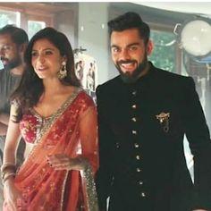 I hate anushka but I love virat Anushka Sharma Saree, Anushka Sharma Virat Kohli, Virat And Anushka, Couple Aesthetic, Saree Dress, Sherwani, Best Couple, Couple Pictures, Indian Wear