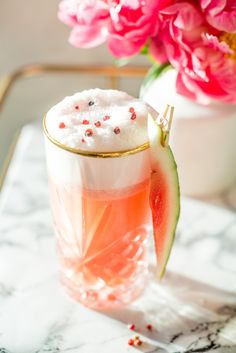 Strawberry Watermelon Pink Peppercorn Tequila Fizz - Craft and Cocktails Summer Cocktails, Cocktail Drinks, Cocktail Recipes, Alcoholic Drinks, Tequila Drinks, Beverages, Refreshing Drinks, Yummy Drinks, Cheers