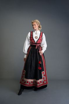 Bunad, oslobunad, festdrakt til dame, mann og barn – Eva Lie Design Ethnic Fashion, Girl Fashion, Fashion Dresses, Medieval Costume, Folk Costume, Mrs Santa Claus Costume, Norwegian Clothing, Scandinavian Embroidery, International Clothing