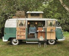 Plan the perfect holiday with a camping caravan – we will give you useful tips for organizing the trip, so you can enjoy your deserved break to the maximum! A camping caravan holiday gives yo… Volkswagen Camping Car, Vw Camper Bus, Vw Caravan, Vw Camping, Camping Site, Camper Life, Caravan Shop, Vintage Volkswagen Bus, Minivan Camping