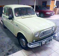 Renault 4 #renaultr4 #renault4 #renault4l #renault #r4 #r4l #4l #renaultclassic #classicrenault #classiccar  #ikarenault #quatrelle #frenchcar #car #voiture #retro #oldcar #vintagecars #vintage #4latas
