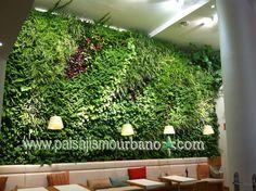 Jardín vertical en el Restaurante Poncelet Cheese Bar, Madrid