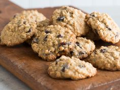 From peanut butter oatmeal cookies to oatmeal raisin cookies, get all the best oatmeal cookie recipes at Food & Wine. Chocolate Chip Cookies, Easy Oatmeal Raisin Cookies, Raisin Cookie Recipe, Peanut Butter Oatmeal, Oatmeal Cookie Recipes, Holiday Cookie Recipes, Peanut Butter Chips, Easy Cookie Recipes, Holiday Cookies