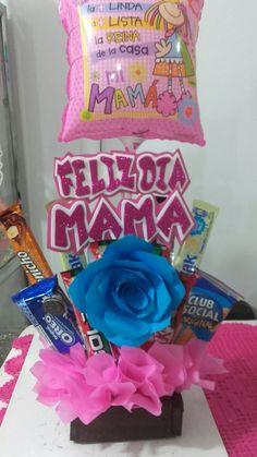 Ancheta para mamá Creative Gift Baskets, Mother's Day Gift Baskets, Creative Gifts, Unique Gifts, Felt Flower Bouquet, Candy Bouquet, Felt Flowers, Edible Bouquets, Weird Gifts