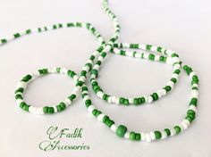 This list is for 1 piece waist beads. Green and White colors blend waist beads. This waist beads is made of seed beads.These are on an strong elastic stretch cord, so they are easy to put on or take off. ( I can add a claw clasp on request but it is not elastic stretsh cord ) It can be used as waist bead necklace, bracelet and anklet. Waist Beads are an excellent tool for women to feel more feminine and beautiful. These beautiful gemstone waist beads are usually hand made and customized…