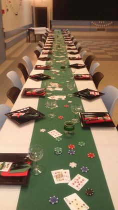 Table decorations for a casino night themed birthday party Casino Party Decorations, Casino Theme Parties, Party Themes, Wedding Themes, Ideas Party, Vegas Themed Wedding, Wedding Cakes, Casino Royale Theme, Themed Parties