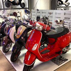 #Van Vliet Tweewielers #Hoorn #scooters #van vliet #bromfiets #vespa #piaggio #rood