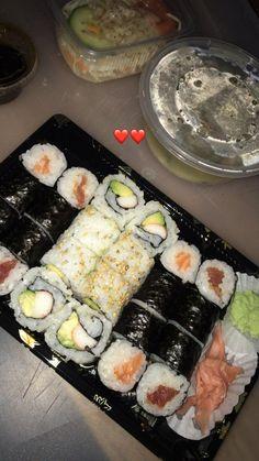 偽物を食べる - Everything About Food I Love Food, Good Food, Yummy Food, Eat Sushi, Sushi Food, Plats Ramadan, Lunch Saludable, Food Porn, Tumblr Food