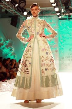 "2016 (July): ""Ace designer Rahul Mishra showcased his latest collection - Monsoon Diaries, with the elegant line showcasing a completely hand-woven range with abundance detailing. Red Lehenga, Indian Bridal Lehenga, Anarkali, Bollywood Fashion, Hijab Fashion, Fashion Dresses, Indian Dresses, Indian Outfits, Couture Week"