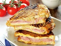 Monte Cristo szendvics, a ráérős reggelik királya Meat Recipes, Cooking Recipes, Speed Foods, Tasty, Yummy Food, Hungarian Recipes, Ham And Cheese, Holiday Dinner, Food To Make