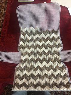 Diy Crochet Bag, Crochet Bag Tutorials, Crochet Baby Dress Pattern, Crochet Patterns, Crochet Poncho, Diy Your Clothes, Handmade Clothes, Handmade Bags, Plastic Canvas Stitches