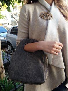 Cartera de cuero con broche dorado Fusión Jewelry, Fashion, Jewelry Making, Fashion Accessories, Leather, Moda, Jewlery, Bijoux, Fashion Styles