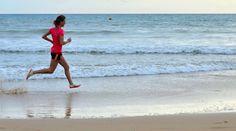 Zonvakantie of heb je tijd genoeg om ergens anders te lopen? Vijf tips voor hardlopen op het strand.