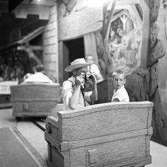 disneyland, august 1958 fantasyland snow white's adventures part of an archival project, featuring the photographs of nick dewolf Disneyland California, Vintage Disneyland, Disneyland Resort, Disneyland History, Disneyland Photos, Old Disney, Disney Love, Disney Magic, Disney Stuff