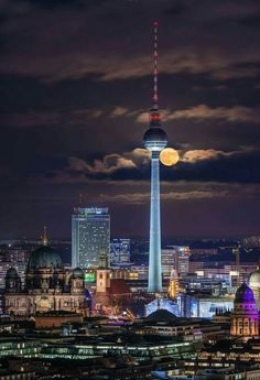Berlin skyline with the moon behind the Berlin TV Tower Berlin Today, Berlin Germany, Munich, Architecture Bauhaus, Le Corbusier Architecture, Berlin Photography, Germany Photography, Cityscape Photography, Berlin Travel