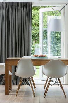 Artelux Rein overgordijnen in deze donker grijze kleur geven een luxe uitstraling.
