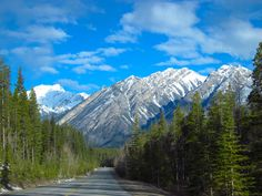 Icefield Parkway Banff National Park, Alberta http://www.pc.gc.ca/pn-np/ab/banff/visit/les10-top10/glaciers-icefields.aspx