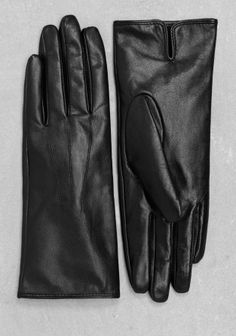 & OTHER STORIES Luxe leather gloves with a clean and classic design and a…