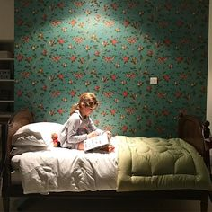 Happy 9th birthday Flavia! ...And I just love to see you enjoying your birthday gifts quietly in your bed after such a busy day  #lacoquetakids