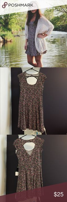 Floral Print dress Been worn a few times, no sign of wear. Has a cut out in the back. There's a seam at the waist, so it doesn't just hang straight down. American Eagle Outfitters Dresses Mini