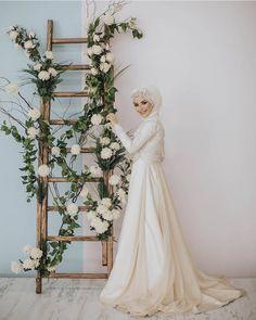 Muslimah Wedding Dress, Hijab Style Dress, Muslim Wedding Dresses, Muslim Brides, Wedding Hijab, Bridesmaid Dresses, Malay Wedding, Weeding Dress, Diy Wedding Decorations
