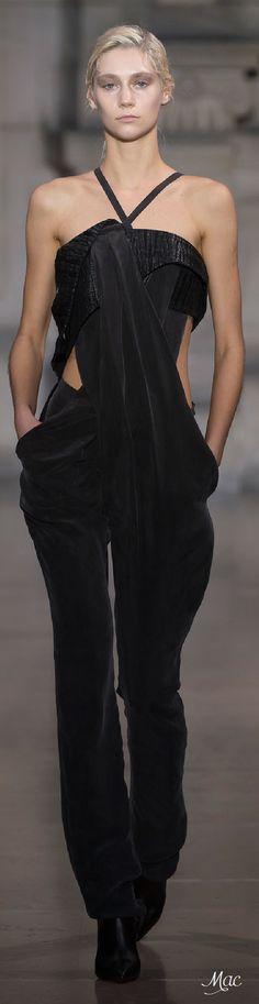 Yiqing Yin / Spring 2016 Couture / Look 3 of 30 / Fashion Show Haute Couture Style, Couture Mode, Spring Couture, Couture Fashion, Runway Fashion, Fashion Moda, Fashion Week, Spring Fashion, High Fashion