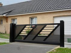 Gate Wall Design, Grill Gate Design, House Main Gates Design, Steel Gate Design, Front Gate Design, Wrought Iron Driveway Gates, Iron Gates, Metal Gates, Gate Designs Modern